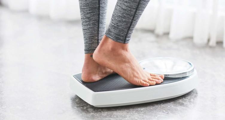 فوائد التوقف عن أكل السكر ماذا يحدث عند التوقف عن تناول السكر - فقدان الوزن